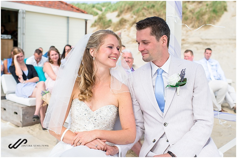 strandbruiloft bruidspaar
